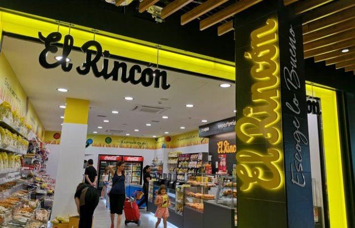 Fachada con pórtico luminoso y letras corpóreas de Frutos Secos El Rincón en Zaragoza