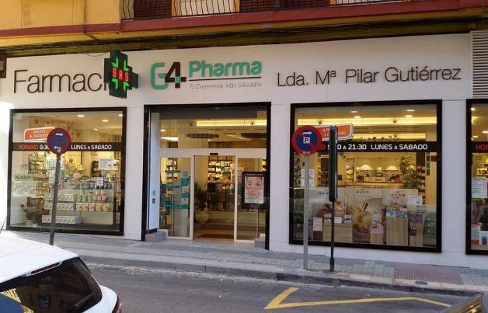Fachada de Farmacia en fenólico blanco con letras corpóreas en metacrilato y cruz de farmacia led. Farmacia Pilar Gutierrez en Zaragoza